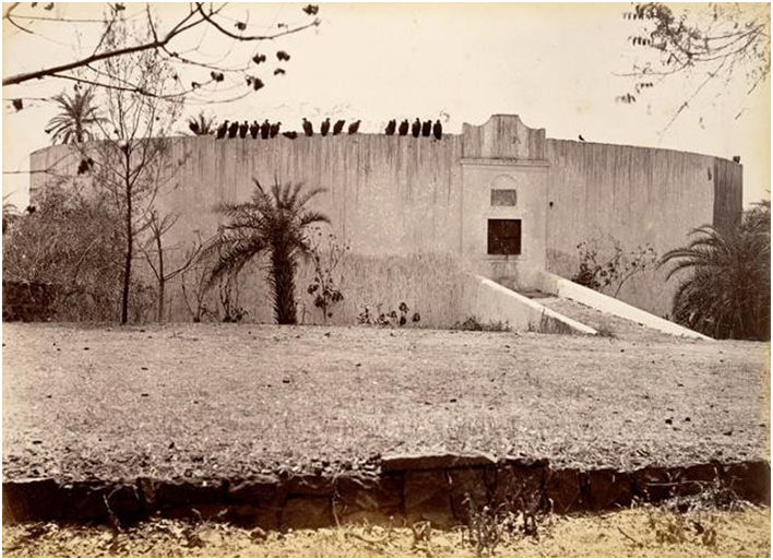 Tour du silence où sont placés les corps pour être dévorés par les oiseaux charognards - photo